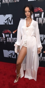 rihanna-mtv-movie-awards-2014-01_zps291117b1