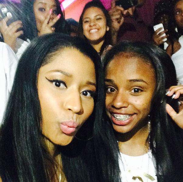 Floyd Mayweather Jr Gives Nicki Minaj 50k To Do What