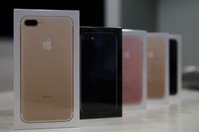 Apple launches iPhone models 7 and 7 plus in Russia